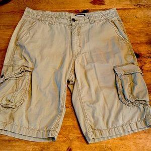 Freeworld Cargo Shorts Sz 32